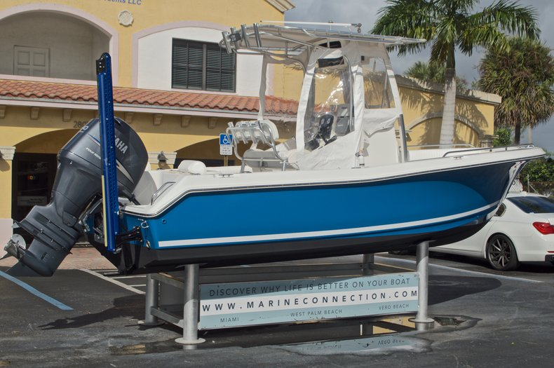 Thumbnail 9 for Used 2009 Sea Hunt 207 Triton boat for sale in West Palm Beach, FL
