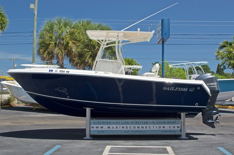 Thumbnail 4 for Used 2015 Sailfish 220 CC Center Console boat for sale in West Palm Beach, FL