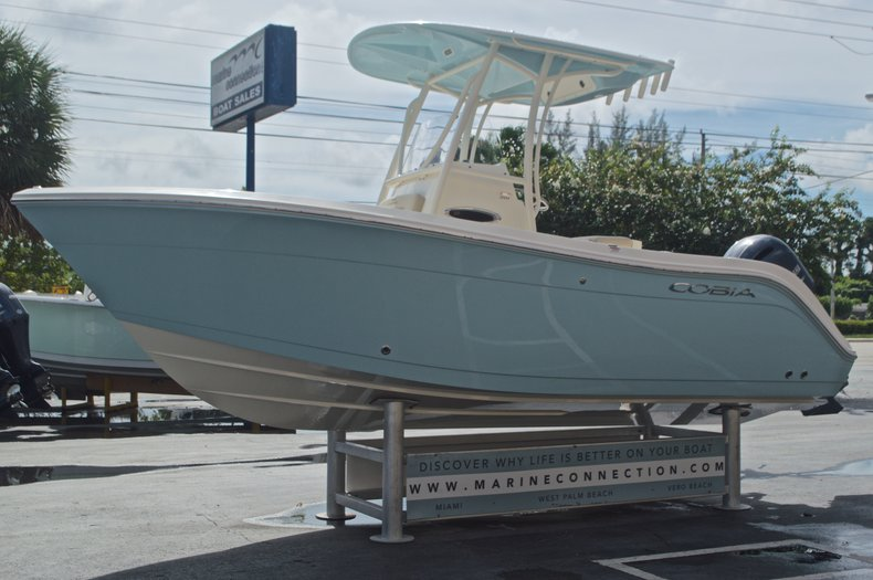 Thumbnail 3 for New 2017 Cobia 201 Center Console boat for sale in West Palm Beach, FL