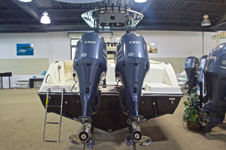 Thumbnail 9 for New 2017 Cobia 261 Center Console boat for sale in West Palm Beach, FL