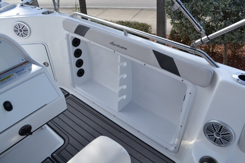 Thumbnail 13 for New 2017 Hurricane SunDeck Sport SS 211 OB boat for sale in West Palm Beach, FL