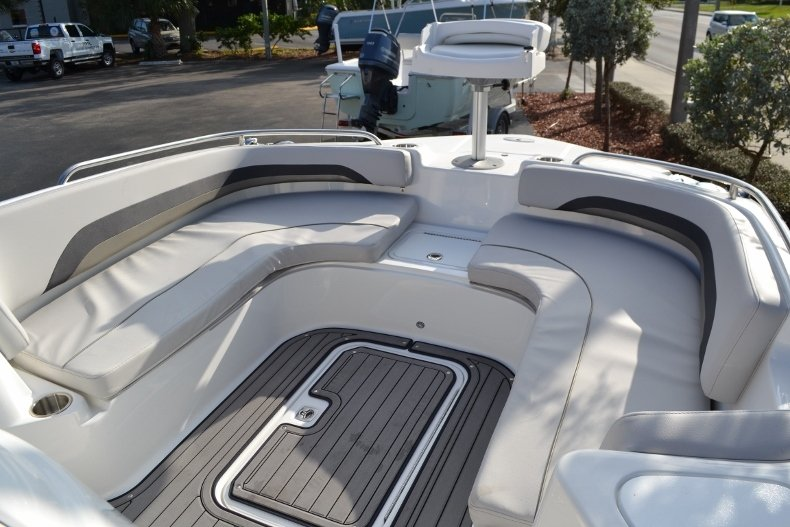 Thumbnail 17 for New 2017 Hurricane SunDeck Sport SS 211 OB boat for sale in West Palm Beach, FL