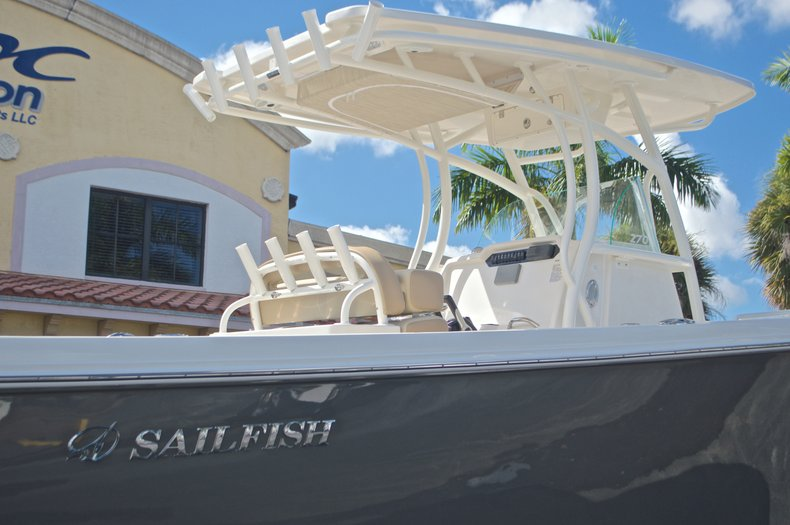 Thumbnail 8 for New 2017 Sailfish 270 CC Center Console boat for sale in West Palm Beach, FL
