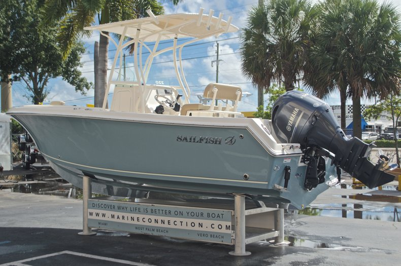 Thumbnail 5 for New 2017 Sailfish 220 CC Center Console boat for sale in West Palm Beach, FL