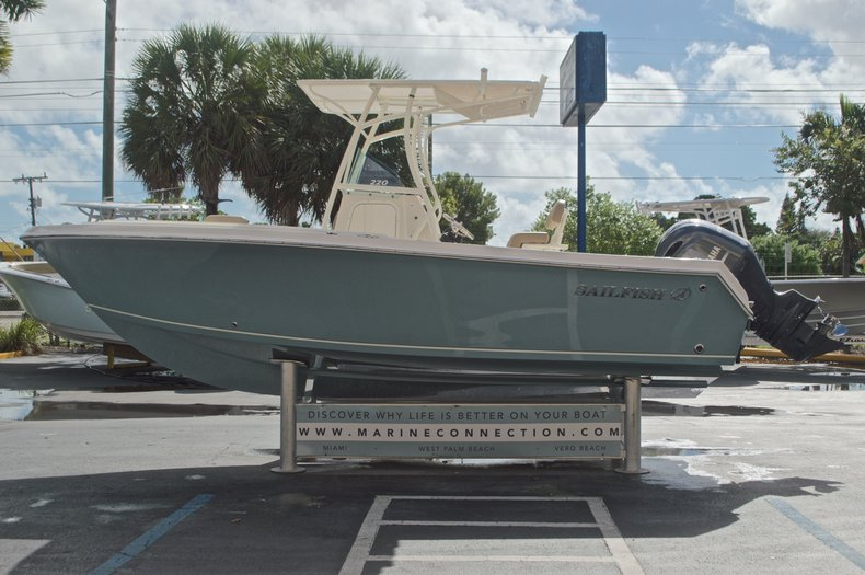 Thumbnail 4 for New 2017 Sailfish 220 CC Center Console boat for sale in West Palm Beach, FL