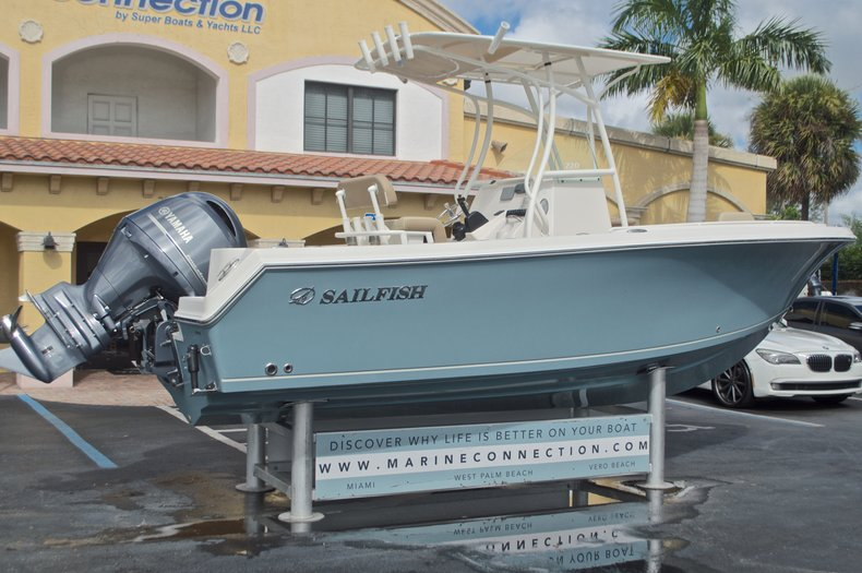 Thumbnail 7 for New 2017 Sailfish 220 CC Center Console boat for sale in West Palm Beach, FL