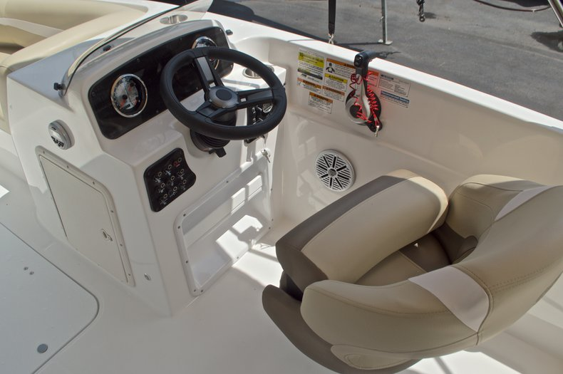 Image 23 for 2017 Hurricane SunDeck Sport SS 188 OB in West Palm Beach, FL