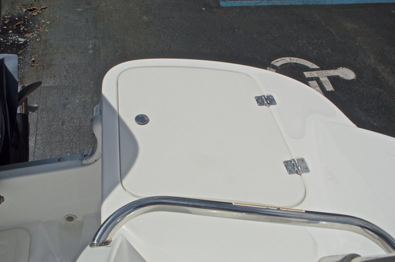 Thumbnail 18 for Used 2013 Hurricane SunDeck SD 2400 OB boat for sale in West Palm Beach, FL