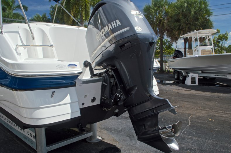 Thumbnail 8 for Used 2013 Hurricane SunDeck SD 2400 OB boat for sale in West Palm Beach, FL