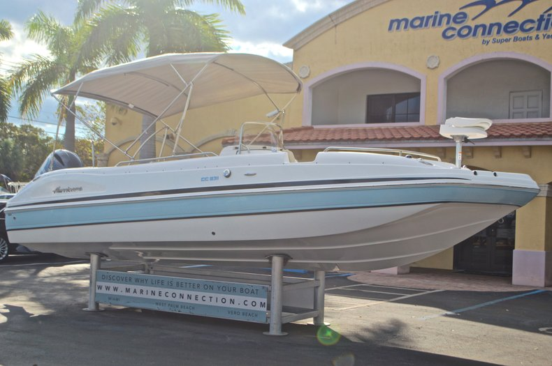Thumbnail 1 for New 2017 Hurricane Sundeck Sport SS 231 OB boat for sale in West Palm Beach, FL