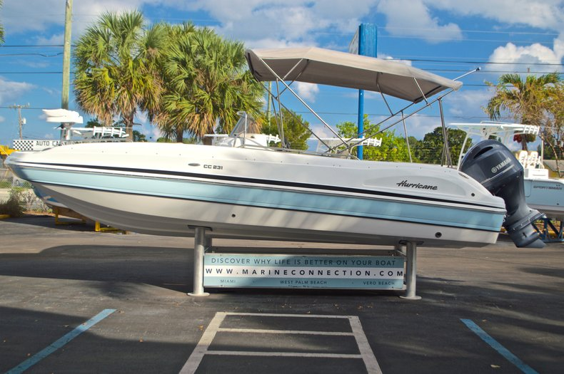 Thumbnail 4 for New 2017 Hurricane Sundeck Sport SS 231 OB boat for sale in West Palm Beach, FL