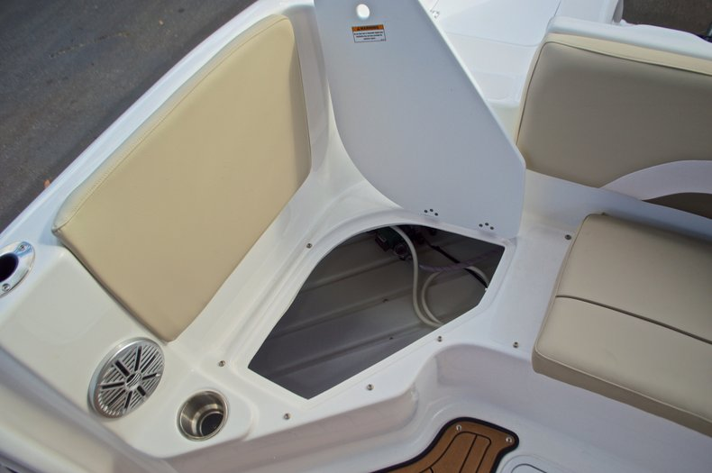 Thumbnail 14 for New 2017 Hurricane Sundeck Sport SS 231 OB boat for sale in West Palm Beach, FL