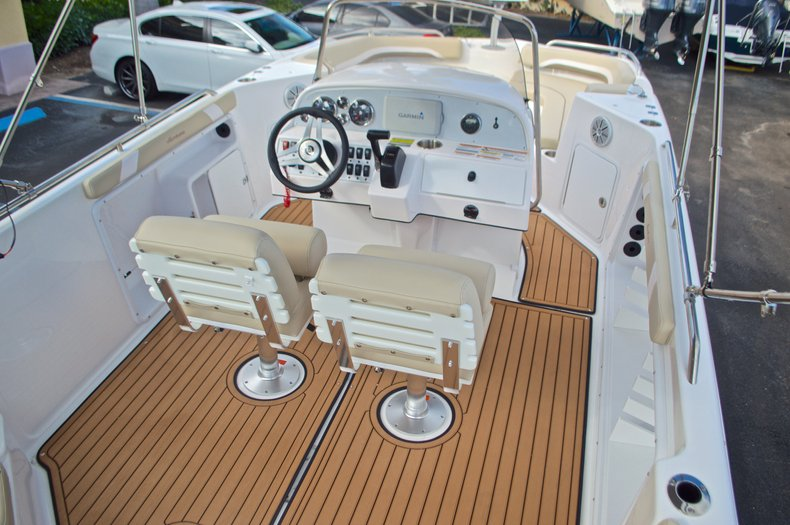 Image 8 for 2017 Hurricane Sundeck Sport SS 231 OB in West Palm Beach, FL
