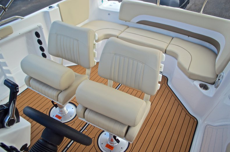 Thumbnail 24 for New 2017 Hurricane Sundeck Sport SS 231 OB boat for sale in West Palm Beach, FL