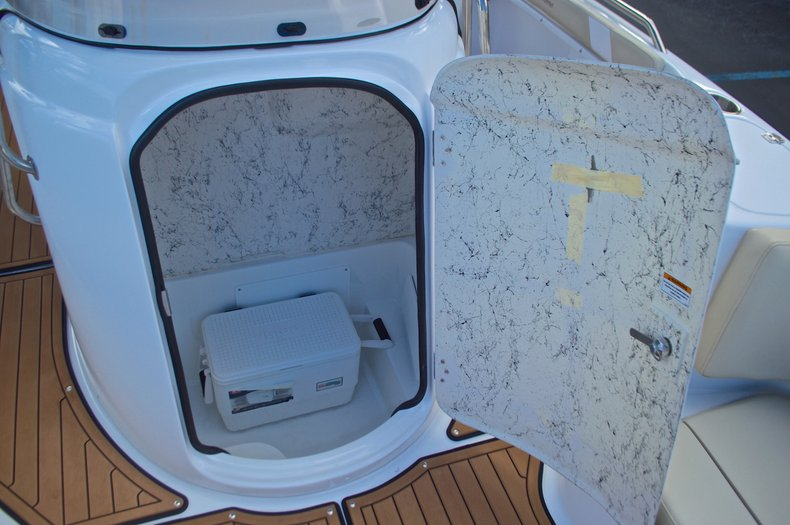 Thumbnail 41 for New 2017 Hurricane Sundeck Sport SS 231 OB boat for sale in West Palm Beach, FL