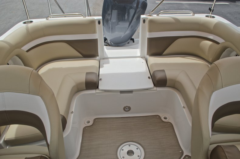 Thumbnail 12 for New 2017 Hurricane SunDeck SD 2486 OB boat for sale in West Palm Beach, FL