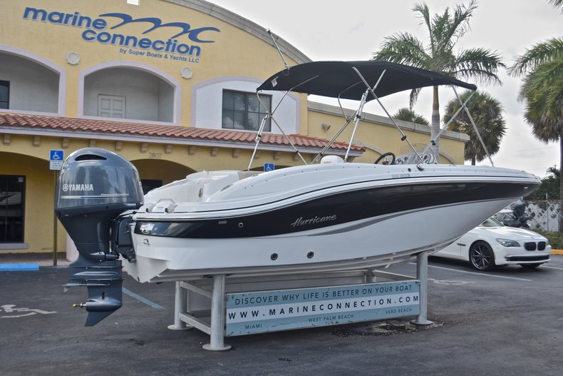Thumbnail 9 for New 2017 Hurricane 203 SunDeck Sport OB boat for sale in West Palm Beach, FL