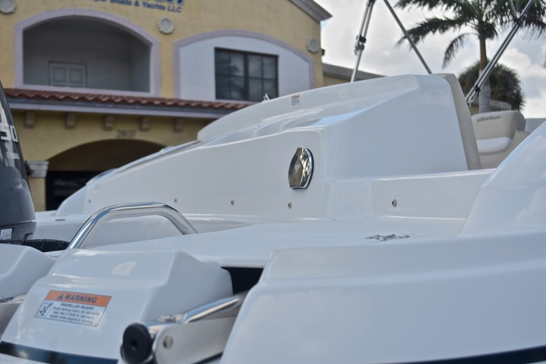 Thumbnail 10 for New 2017 Hurricane 203 SunDeck Sport OB boat for sale in West Palm Beach, FL