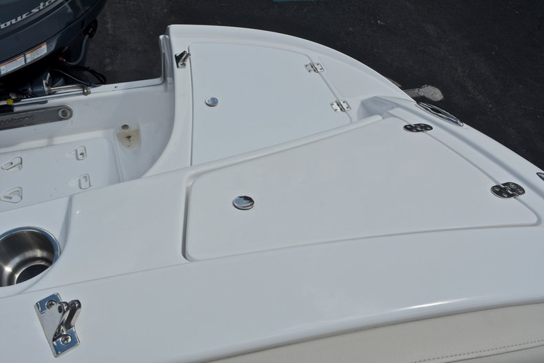 Thumbnail 17 for New 2017 Hurricane 203 SunDeck Sport OB boat for sale in West Palm Beach, FL