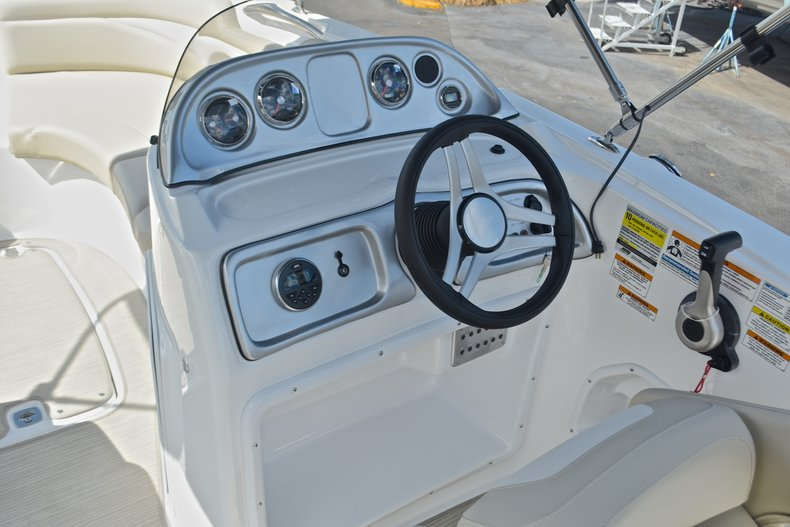 Thumbnail 28 for New 2017 Hurricane 203 SunDeck Sport OB boat for sale in West Palm Beach, FL