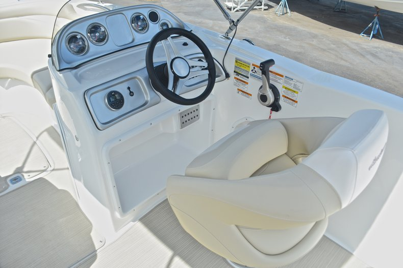 Thumbnail 25 for New 2017 Hurricane 203 SunDeck Sport OB boat for sale in West Palm Beach, FL