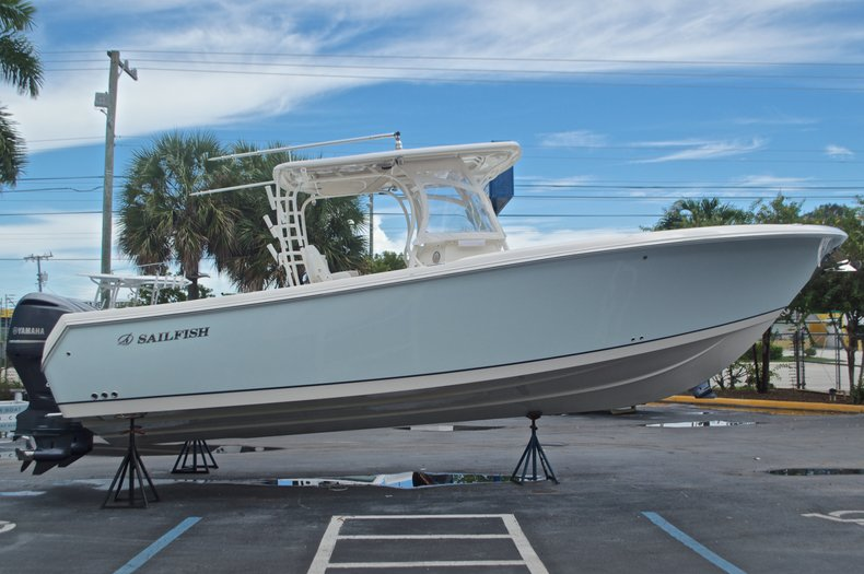Thumbnail 5 for Used 2015 Sailfish 320 CC Center Console boat for sale in West Palm Beach, FL