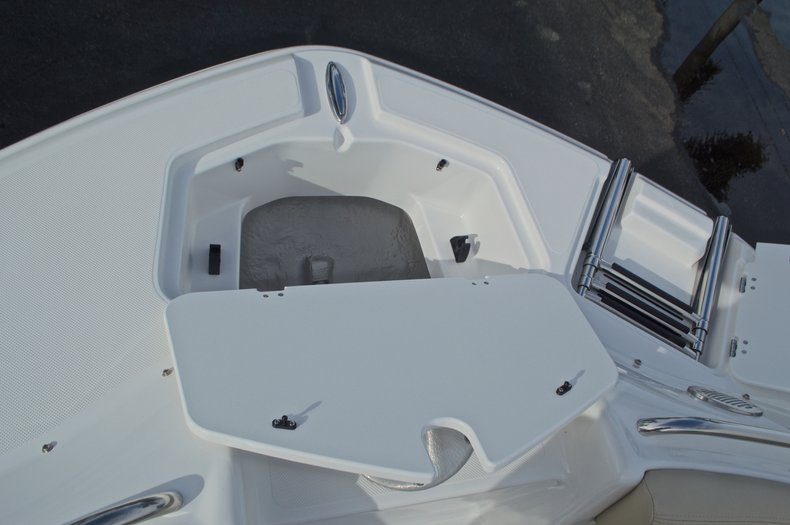 Thumbnail 55 for New 2017 Hurricane SunDeck SD 2200 DC OB boat for sale in West Palm Beach, FL