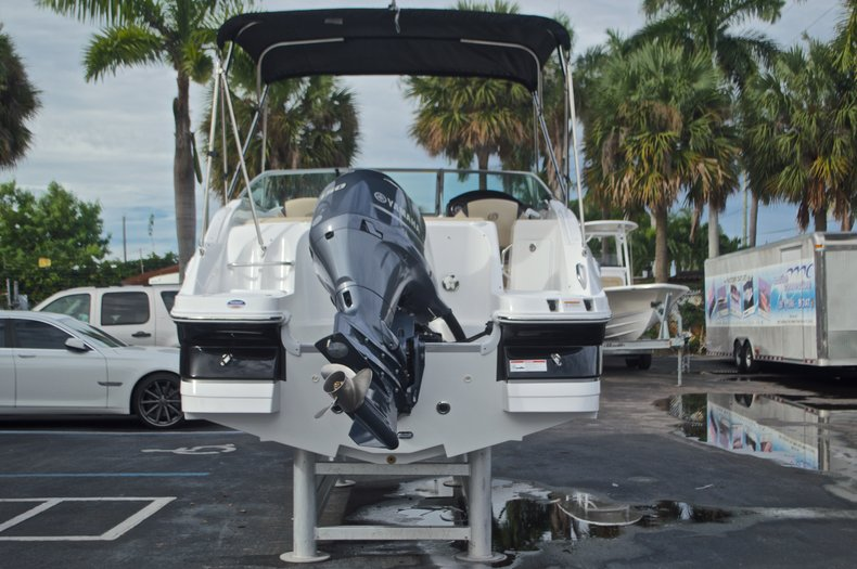 Thumbnail 7 for New 2017 Hurricane SunDeck SD 2200 DC OB boat for sale in West Palm Beach, FL