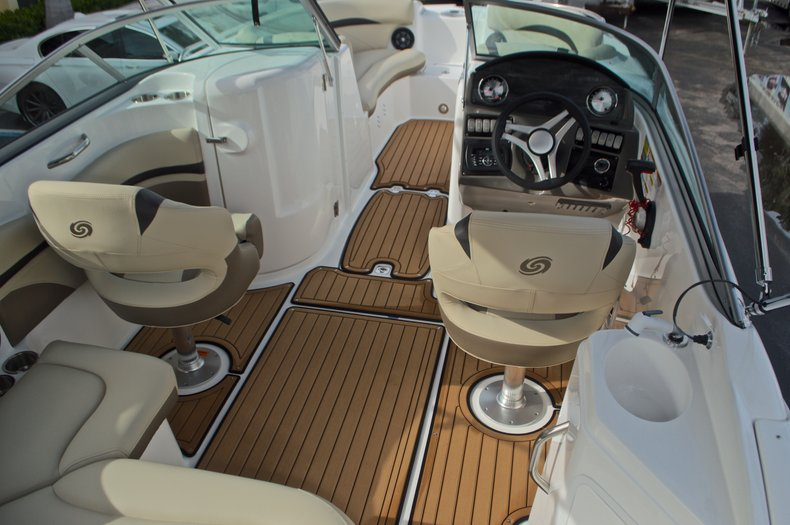 Thumbnail 16 for New 2017 Hurricane SunDeck SD 2200 DC OB boat for sale in West Palm Beach, FL