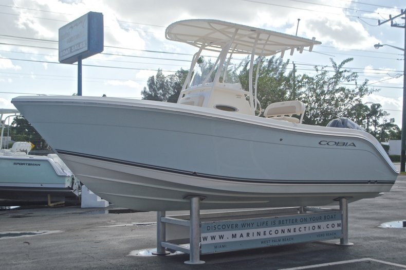 Image 3 for 2015 Cobia 201 Center Console in West Palm Beach, FL