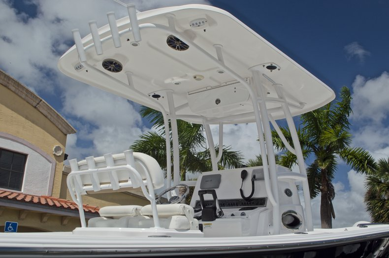 Thumbnail 9 for Used 2014 Sportsman Heritage 251 Center Console boat for sale in West Palm Beach, FL