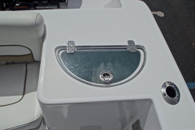 Thumbnail 18 for Used 2014 Sportsman Heritage 251 Center Console boat for sale in West Palm Beach, FL