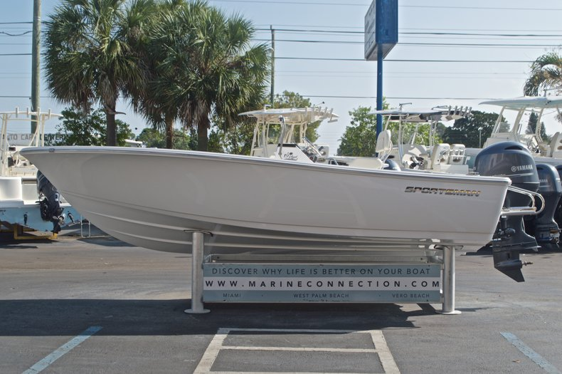 Thumbnail 4 for New 2017 Sportsman 19 Island Reef boat for sale in West Palm Beach, FL