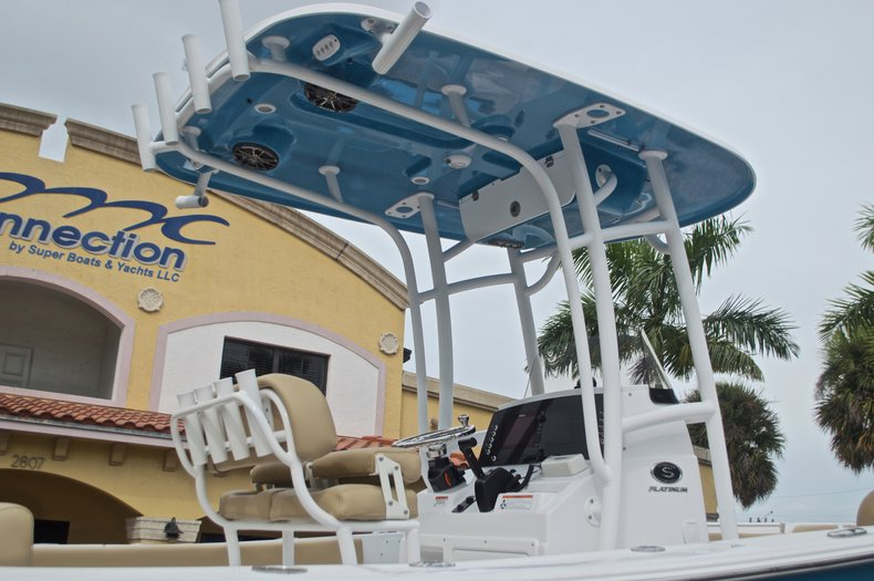Thumbnail 9 for New 2017 Sportsman Heritage 211 Center Console boat for sale in West Palm Beach, FL