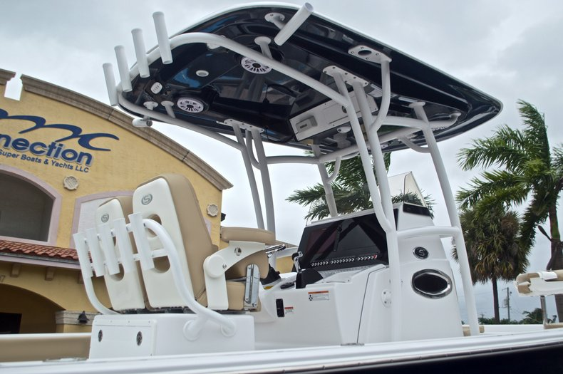Thumbnail 10 for New 2017 Sportsman Masters 267 Bay Boat boat for sale in West Palm Beach, FL