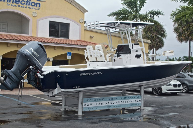 Thumbnail 9 for New 2017 Sportsman Masters 267 Bay Boat boat for sale in West Palm Beach, FL