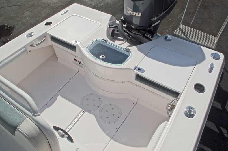 Image 11 for 2014 Everglades 243 Center Console in West Palm Beach, FL