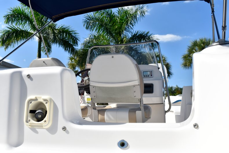 Thumbnail 14 for Used 2004 Hurricane GS211 FunDeck boat for sale in West Palm Beach, FL