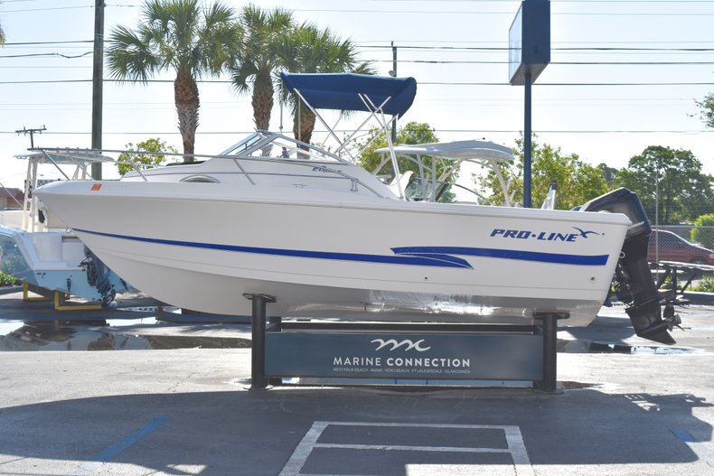 Thumbnail 4 for Used 2003 Pro-Line 20 WA Walkaround boat for sale in West Palm Beach, FL