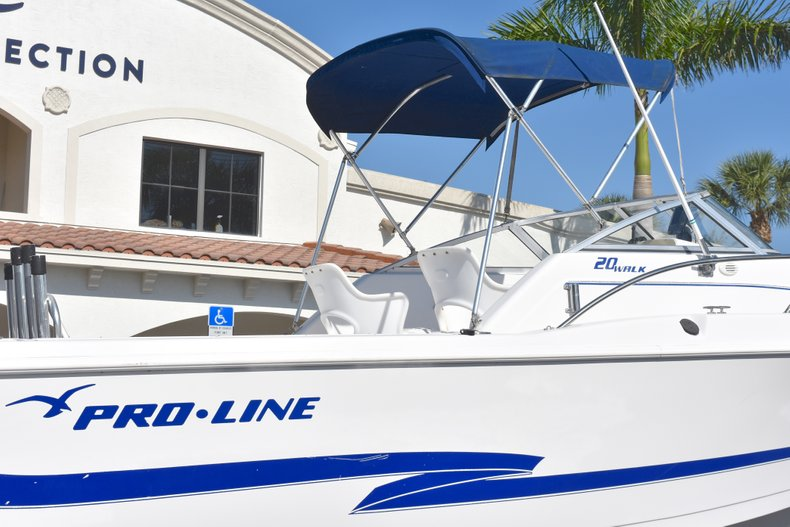 Thumbnail 8 for Used 2003 Pro-Line 20 WA Walkaround boat for sale in West Palm Beach, FL
