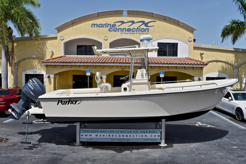 Used 2004 PARKER 2300 CC Center Console for sale
