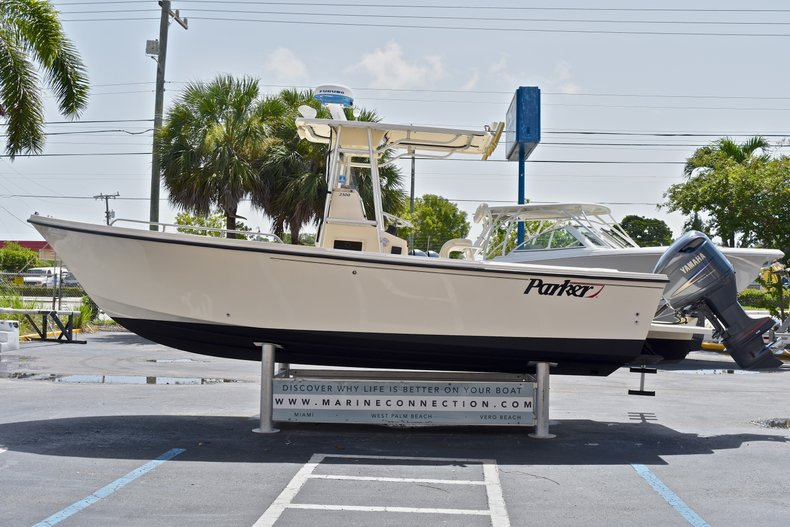 Used 2004 PARKER 2300 CC Center Console boat for sale in