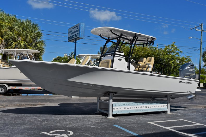 Thumbnail 3 for New 2018 Sportsman Masters 267 Bay Boat boat for sale in West Palm Beach, FL