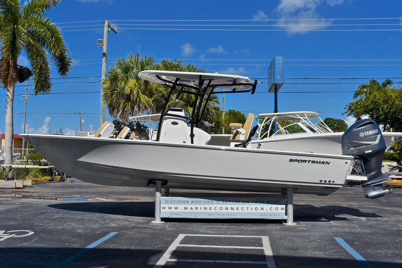Thumbnail 4 for New 2018 Sportsman Masters 267 Bay Boat boat for sale in West Palm Beach, FL