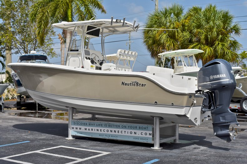 Thumbnail 4 for Used 2012 NauticStar 2500XS Offshore boat for sale in West Palm Beach, FL