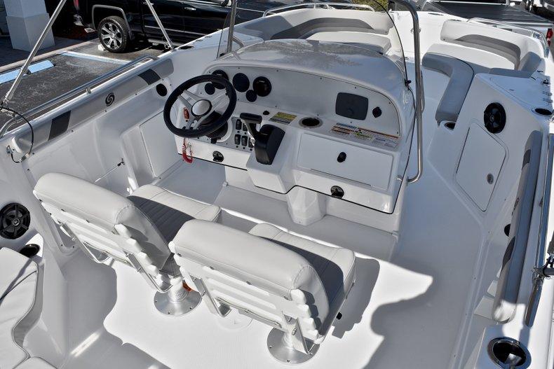 Thumbnail 13 for New 2018 Hurricane 211 SunDeck Sport OB boat for sale in Vero Beach, FL