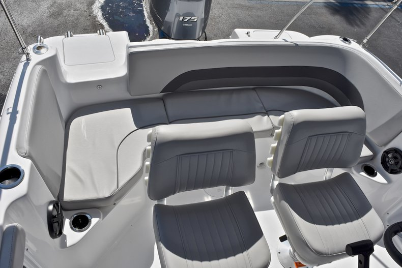 Thumbnail 14 for New 2018 Hurricane 211 SunDeck Sport OB boat for sale in West Palm Beach, FL