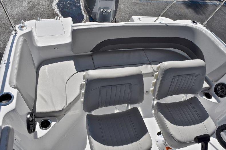 Thumbnail 14 for New 2018 Hurricane 211 SunDeck Sport OB boat for sale in Vero Beach, FL