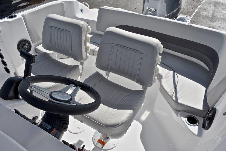 Thumbnail 28 for New 2018 Hurricane 211 SunDeck Sport OB boat for sale in Vero Beach, FL