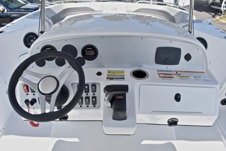 Thumbnail 29 for New 2018 Hurricane 211 SunDeck Sport OB boat for sale in Vero Beach, FL